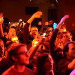 Feiernde Menge bei einen Jan Hegenberg Hamburg Konzert